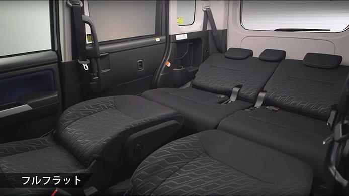 ルーミーでの車中泊は可能か?マットは必要?実体験レポートと後部座席や荷室容量を紹介!